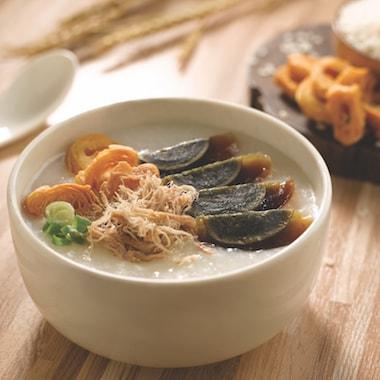 salad bowls wiht asian food